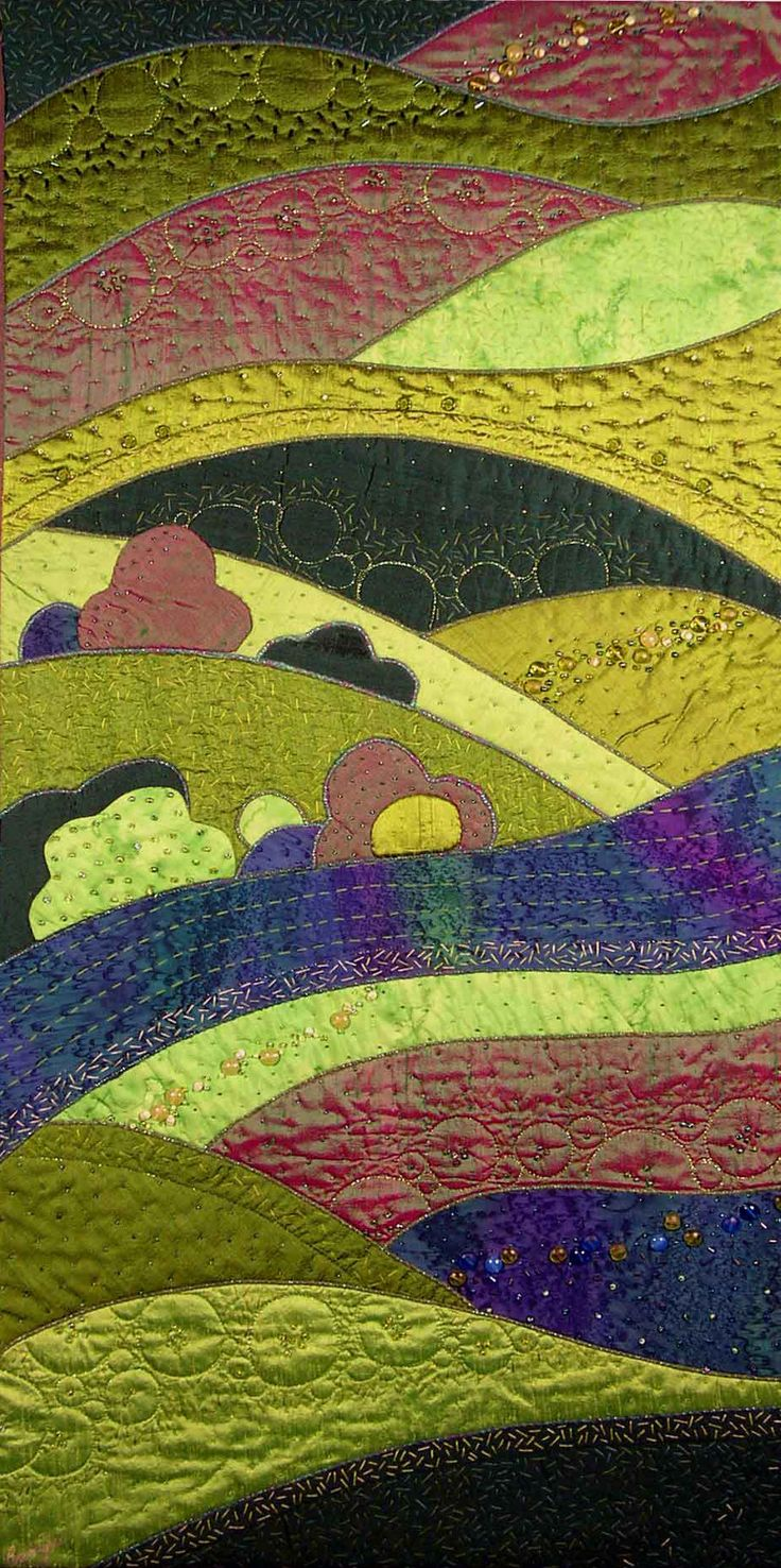 Rose Hughes, Ravenspeak Quilts, Convergence. A gorgeous flowing design which reminds me of Clarice Cliff pottery