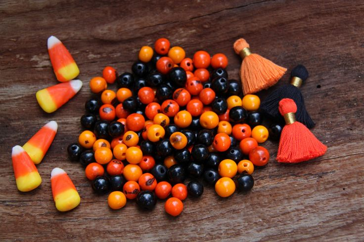 Halloween Bead Kit: Orange & Black Acai Beads + 3 Tassels / 10mm, 100 beads, Eco- Friendly, from South America / Jewelry Making Supplies