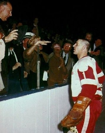 Terry Sawchuk arguing with fans
