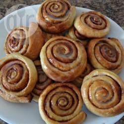 Pão de canela @ allrecipes.com.br - Nos Estados Unidos esse pão é chamado de cinnamon rolls. O cheiro que deixa na casa é tão bom quanto o gosto.