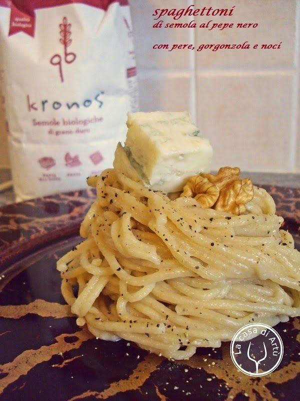 Spaghettoni di semola al pepe nero con pere, gorgonzola e noci