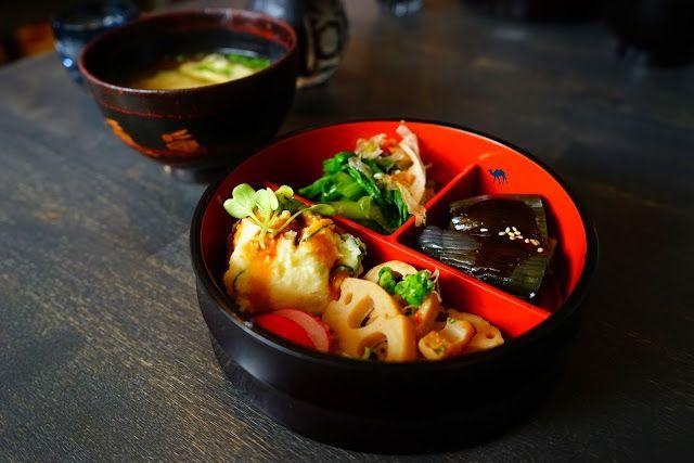 Ce matin, nous vous partageons notre dernier coup de coeur en termes de #restaurant. A peine sorti du resto, on se languit déjà du Lengué.   Pour découvrir cette belle adresse japonaise à Paris c'est par là :   http://www.lechameaubleu.com/2016/05/se-languir-du-lengue-des-la-fin-du-repas.html  #paris #japonais #quartier #latin #cuisines #france #izakaya #lengue #bento #adresse #cityguide #75005 #yummy #delicieux #delicious #bon #miam #delicious #asianfood #japanesefood #food #isakaya