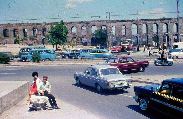 1970'li yıllarda Saraçhane (Haşim İşcan geçidinin üstü)