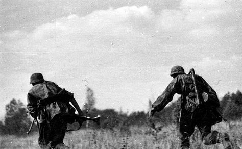 Waffen SS Division ''Totenkopf'' soldiers in action during Operation Barbarossa, Soviet Union, 1941. Pin by Paolo Marzioli