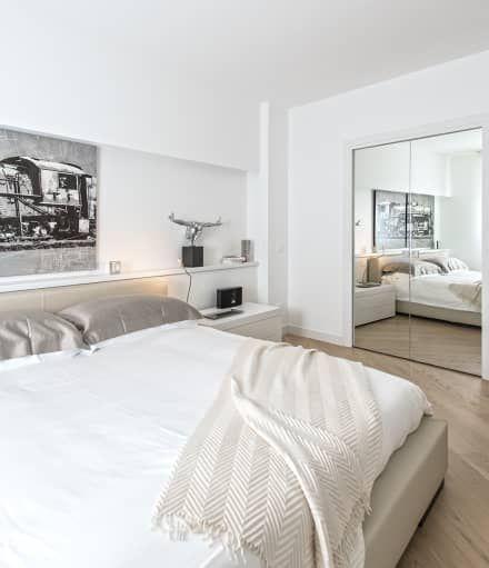 Minimal white: Camera da letto in stile in stile Moderno di BRANDO concept