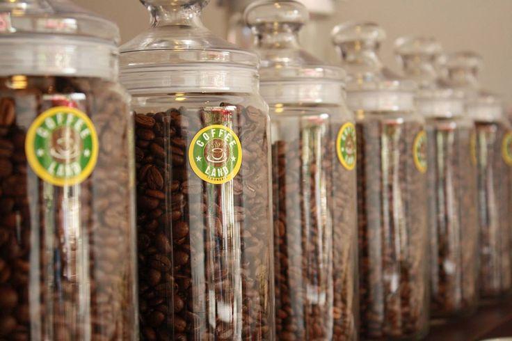 Kajian peluang usaha kedai kopi modern dari Coffeeland Indonesia untuk anda yang berencana membuka usaha warung kopi di rumah.