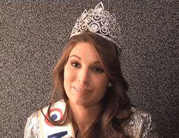 Photo nue : Laury Thilleman soutenue par le Comité Miss Nationale