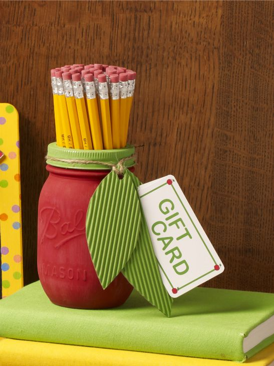 20+ DIY Teacher Appreciation Gift Ideas for Teacher's appreciation day coming up this week! Craft mason jars, mugs, tea cups, and gift card holders with these fun craft tutorials.