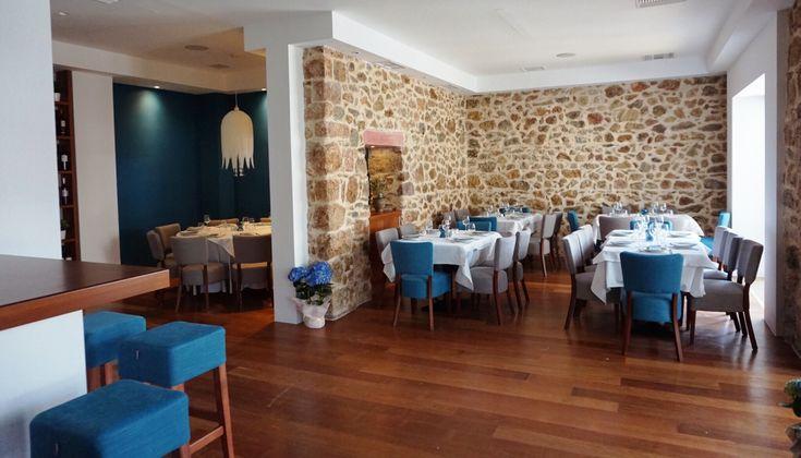 Ένα κομψό εστιατόριο θαλασσινής κουζίνας, από τους σεφ που γνωρίσαμε στον Θαλασσινό, άνοιξε πριν λίγες μέρες στη Βούλα. Η Θάλεια Τσιχλάκη καταγράφει τις πρώτες εντυπώσεις της.