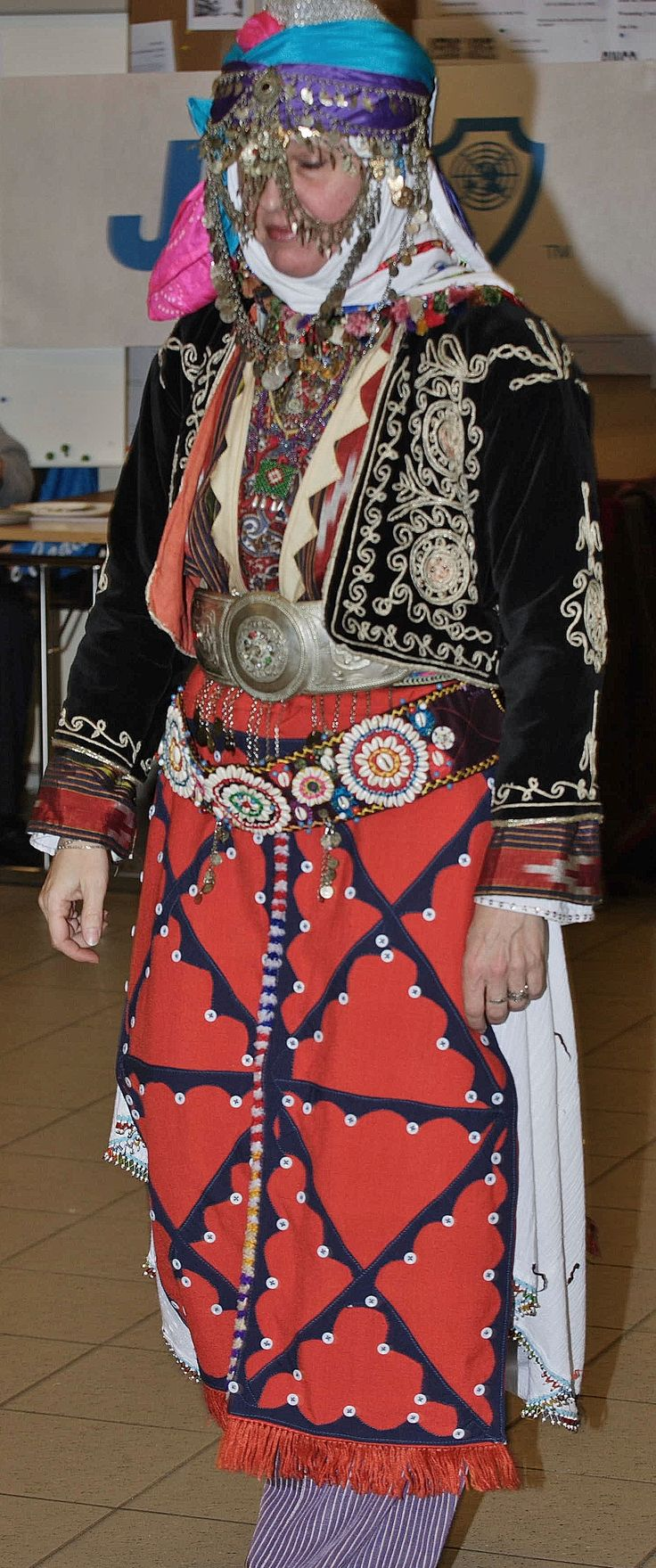 Traditional bridal costume from Merkez Kapıkaya köyü (near Bergama, north of Izmir).   Mid-20th century.  Ethnic group: Kozak, Alevi Türkmen. (Kavak Costume Collection - Antwerpen/Belgium). Reference: 'Türkmen Giyimi' – Sabiha Tansuğ.