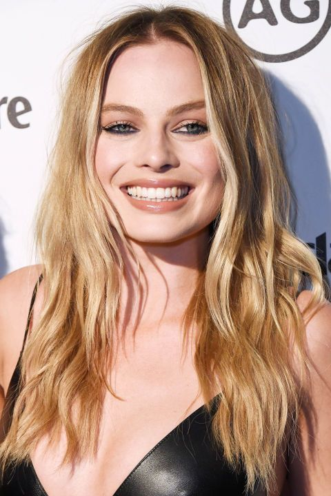 Embrace the effortless and casual vibes of summer with messy textured waves as seen on actress Margot Robbie.