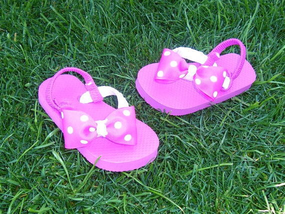 Minnie Mouse toddler flip flopsminnie mouse by BowsForShow on Etsy, $9.50