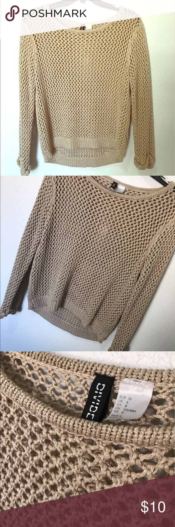 H&M chain style pullover This top is really comfortable and since it's nude it pairs nicely with many colors. Really cute with just a swim suit top underneath or a nude bandeau H&M Tops Tees - Long Sleeve