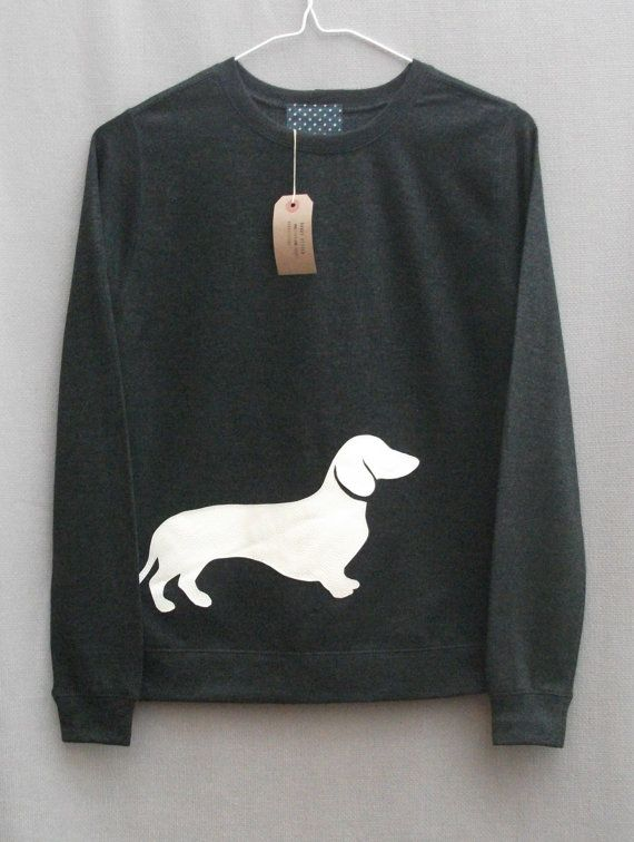 Would love to make one of these for my mom.♥ DIY Dachshund sweatshirt #doxie darlin'   ...........click here to find out more     http://googydog.com