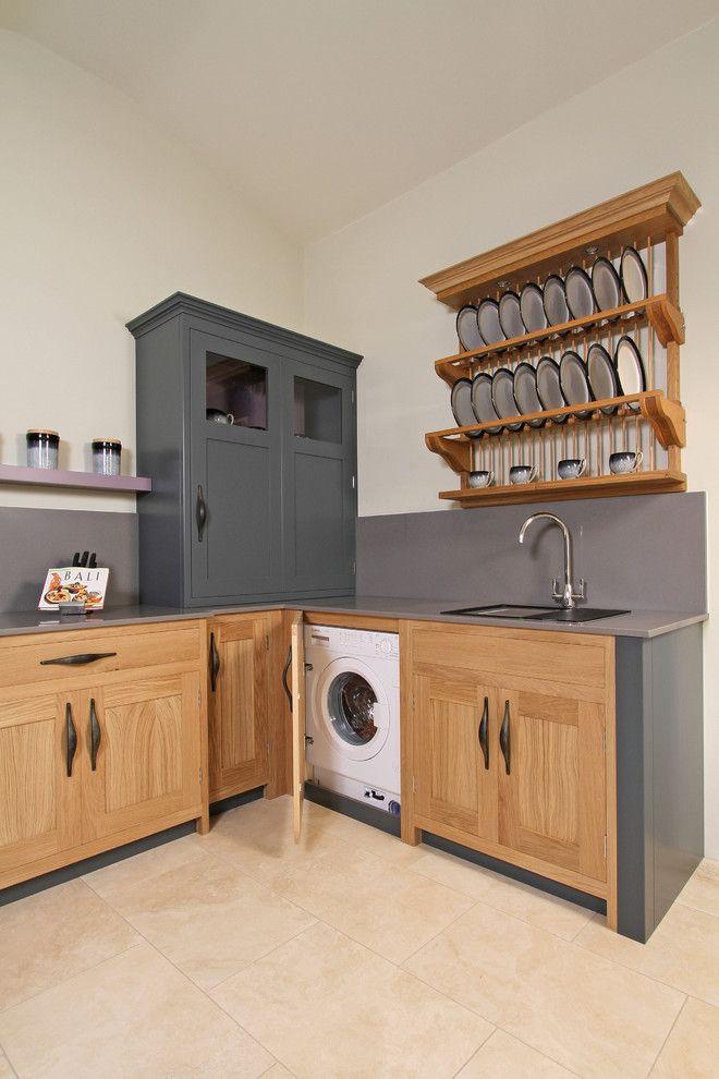 Встроенная стиральная машина на кухне: советы по выбору и 60+ оптимальных вариантов размещения http://happymodern.ru/vstroennaya-stiralnaya-mashina/ Один из удачных вариантов - расположить стиральную машину в углу кухни