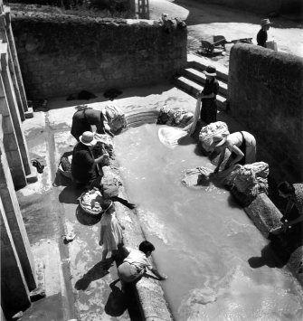 Lavoir municipal Dordogne 1937 by Robert Doisneau