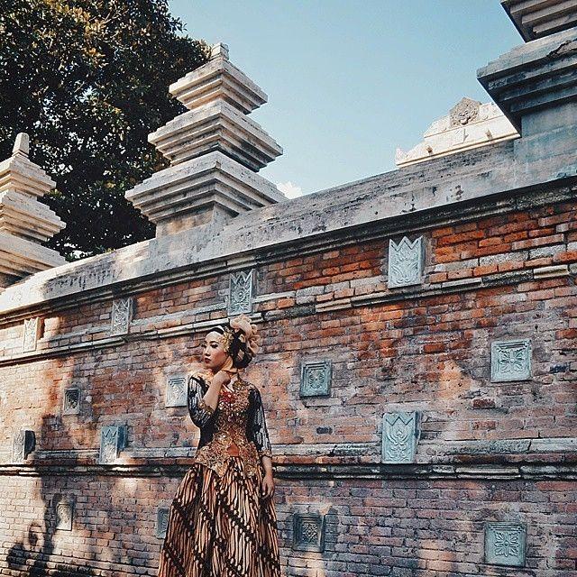nih ada penyemangat buat yang #pengenkejogja tapi belum ada motivasi.. difoto sama #jogjaphotographer keren:  @abdugp  di Kota Gede  ------ #photographerjogja #jogja #photographer #photooftheday #foto #indonesia #fotografi #kamera #kangenjogja #photography