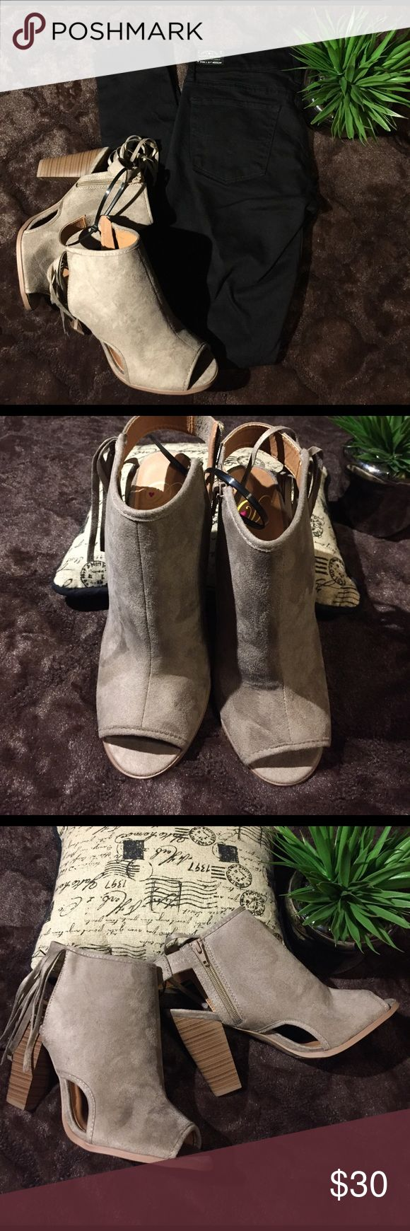 NWOT Faux Suede Fringed Open Toe Taupe Bootie, 9 Trendy & stylish! Step on the scene in these bad boys. inside zipper closure. Fringed tassels on the side. All man made materials. 4' heel. Derek Heart Shoes Ankle Boots & Booties