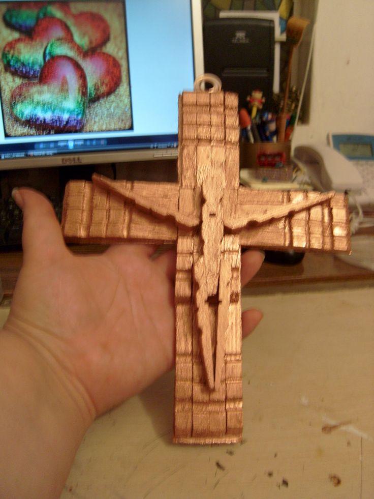 Como hacer un crucifijo con pinzas de madera 1 de 2.