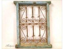 Grille de fenêtre, Maroc, en fer forgé et bois peint, XXe