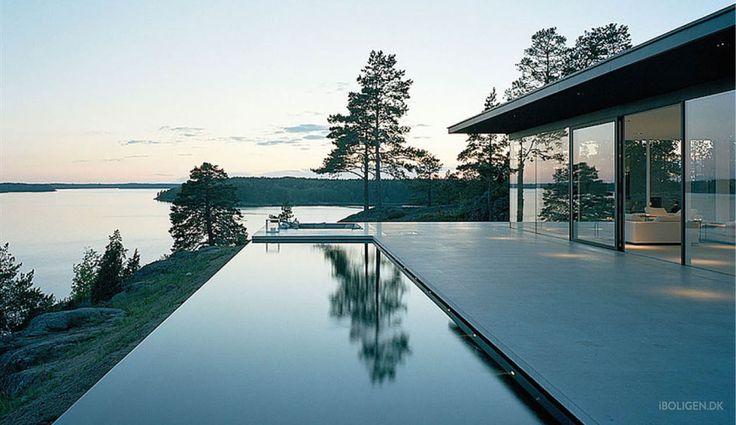 Heja Sverige! Skærgårds luksus med vinrum og egen sø