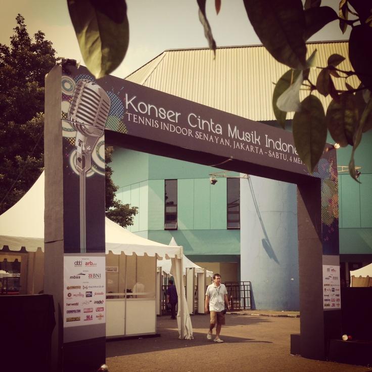 Entrance Area di Konser cinta Musik Indonesia,Tenis Indoor Senayan, 4 Mei 2013