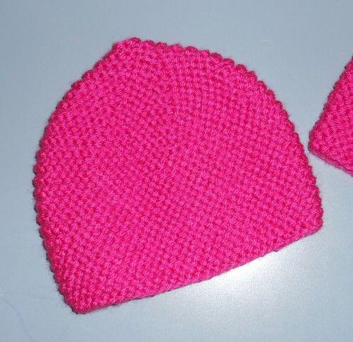 Bonjour ! mon cadeau du jour : les explications d'un bonnet pour femme , très simple et rapide à réaliser tour de tête 50 à 54 cm en fil impact 3,5 de Phildar , tricoté en double avec des aiguilles 6 . il faut une pelote pour faire 1 bonnet normalement...