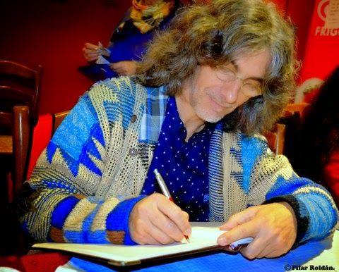 Vicente Cassanya firma el libro de honor. Conferencia en el Club Foro 7, Marbella, 30 enero 2015
