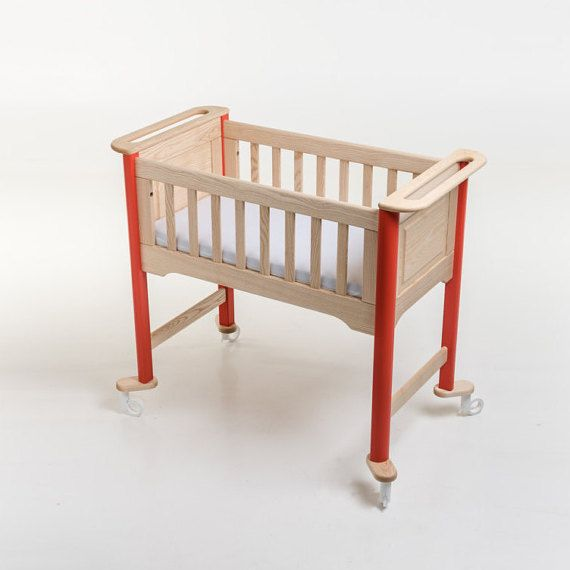 Freedom of movement even with your baby asleep: the governing principle behind the concept of the go cradle.