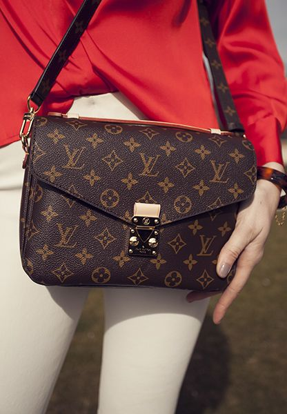 LOUIS VUITTON Pochette Metis ❤️ One of my favorite bags