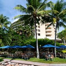 Hilton Cairns Australia Hotel - Mondo Cafe Bar And Grill - lovely location