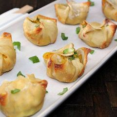 Healthy Crab Rangoon Recipe. Only 41 calories per piece! Definitely trying these!