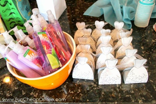 A whole list of cute and inexpensive party favors for parties and showers, from Fun Cheap or Free.