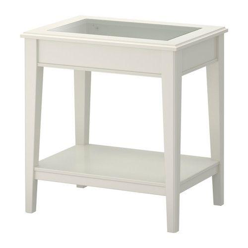 LIATORP Table d'appoint IKEA La tablette vous permet de ranger des magazines par exemple et de libérer de la place sur le plateau de table.