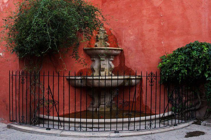 Barrio de Santa Cruz. Sevilla.  #santacruz #sevilla #turismosevilla #walkingtours #andaluciatours #andalusiaguidedtours
