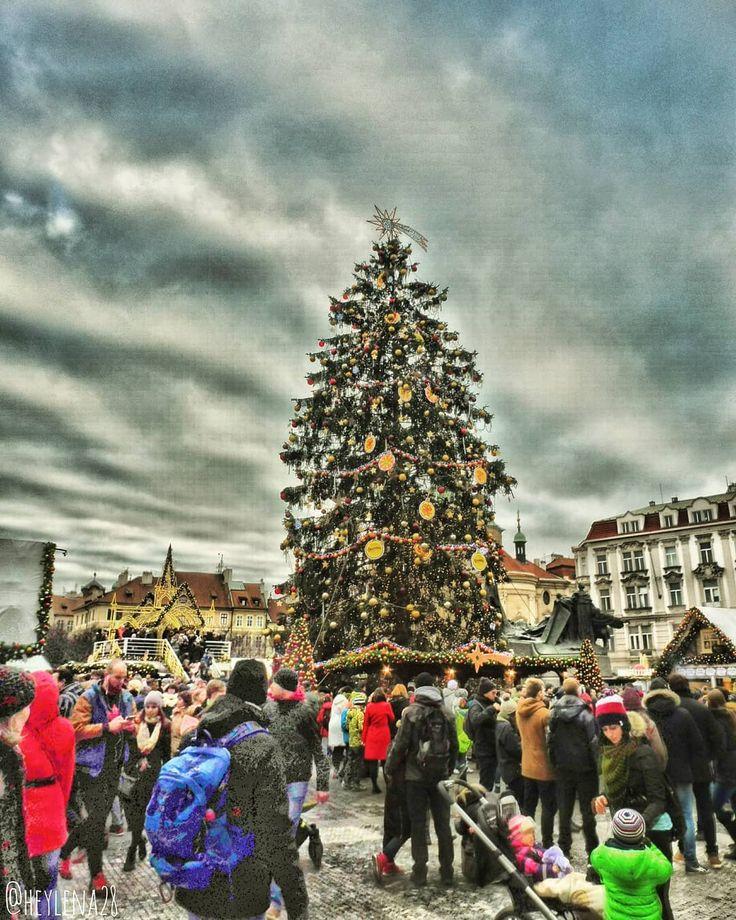 """Gefällt 30 Mal, 2 Kommentare - Lena (@heylena28) auf Instagram: """"Prague Old Town Square// Prag Altstädter Ring #prague #travel #city #czech #december #photography…"""""""