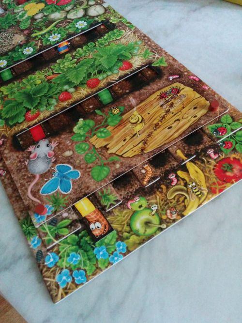 """En casa lo llamamos """"el juego de los gusanitos"""", un juego infantil que ganó el prestigioso premio en Alemania al mejor juego para niños, y realmente es muy buen juego para ellos."""