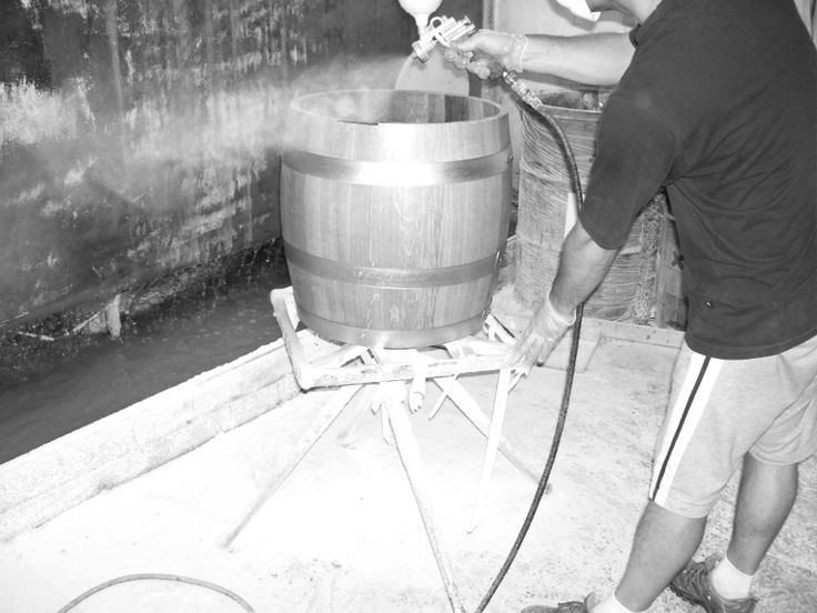1371 - Verniciatura a spruzzo in camera di recupero ad acqua. #Botti #Briganti #Bottibriganti