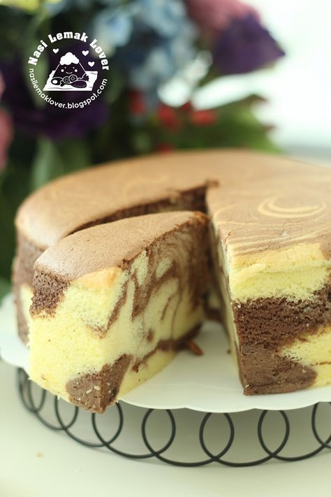 Whenever i have extra cheddar cheese , sure remind me to bake a favourite Light cheddar cheese cake . But this time, added cocoa powder a...