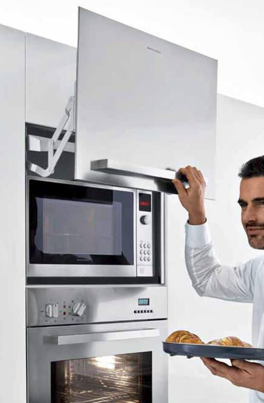 cozinha moderna com armários planejados