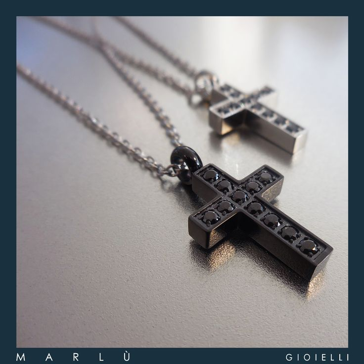 Catena in acciaio con croce smaltata nera con strass neri e catena in acciaio con strass neri della collezione #Riflessi. Steel chain with black enamelled cross with black rhinestone and steel chain with cross with black rhinestone  #Riflessi Collection