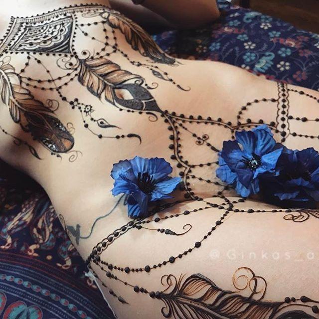 Костюмчик вольной Амазонки #GINKASEROTIC henna lingerie by @ginkas_arts #ginkasmehndi . . . . #hennaart #mehandi #henna #erotic #mehndi #подвязки #naturalhenna #hennainspire #hennapro #tattoo #hennatattoo #временнаятатуировка #биотату #тату #татуировка #эротическаяроспись #менди #мехенди #росписьтела #росписьхной #обучениемехенди #мехендимосква #мехендивмоскве #мехендимастеркласс #красивоебелье #hennainspire #москва #эротическоебелье