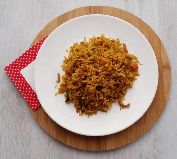 Nasi zonder pakjes & zakjes 2.0     Eerder heb ik al een recept voor nasi zonder pakje of zakje gedeeld, vandaag deel ik versie 2.0 met jullie. Voor deze variant heb ik de verpakking van Nasi special van Honig ontleed &  nagemaakt.   200 gram hamreepjes Nasi groentepakket 1,5 tl paprikapoeder 1 tl gemberpoeder 1 tl kurkuma 0,5 tl komijnpoeder 0,5 tl kerrie 2 tl knoflookpoeder 1 tl korianderpoeder 0,5 tl laos 1 el ketjap  manis 1 tl sambal 300 gram zilvervliesrijst…