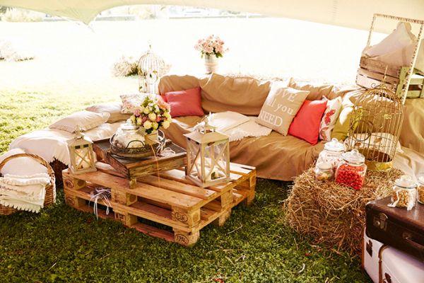 Eine entspannte Vintage Garten Hochzeit | Friedatheres.com