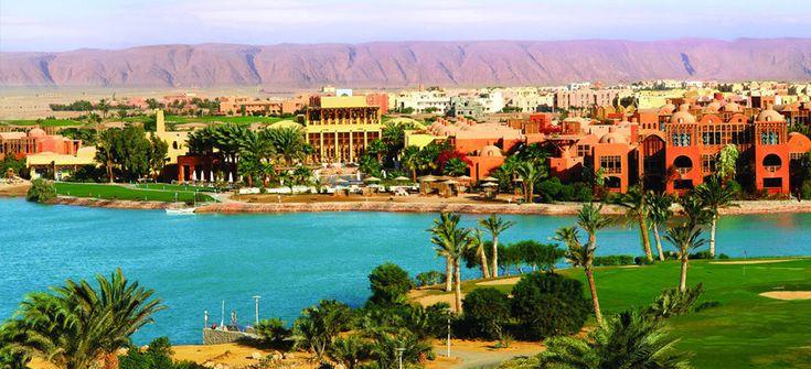 El Gouna, Egito  A cidade turística, que começou o desenvolvimento na década de 1990, atrai graças as lagoas, decorrente do Mar Vermelho, que criaram canais na cor turquesa entre as ilhas, cruzando hotéis e vilas privadas na paisagem do deserto árido.