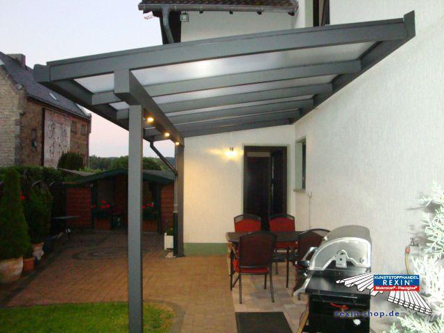 Marvelous Ein Alu Terrassendach der Marke REXOclassic m x m in anthrazit mit REXOclear Eiskristrall Stegplatten RegenrinneIntegriertAnthrazit Beleuchtung