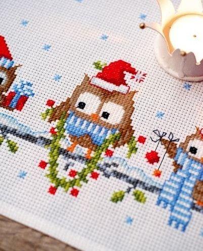 Набор для вышивки новогодняя скатерть Смешные совы, арт. PN-0150868 Vervaco