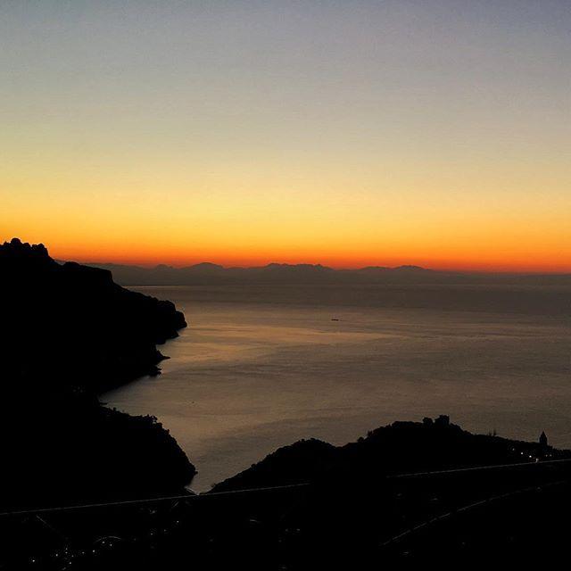 First 2017 Sunrise ————— #divinasecrets #ig_amalficoast #yallersworld #yallersitalia #yallerscampania #bellezzedellacostiera #pocket_italy #vivosalerno #lacittadisalerno  #alba #dawn #amalficoast #costieraamalfitana #lovesunitedamalficoast #salernopuntoit #salernopuntoit_campania #discoveramalficoast #destination_amalficoast #insta_worldz #italiaonthego #luxetravel