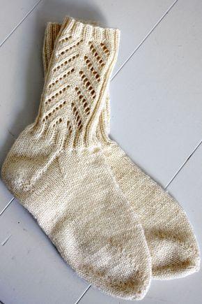 Neulotut pitsisukat Novita Nalle   Novita knits