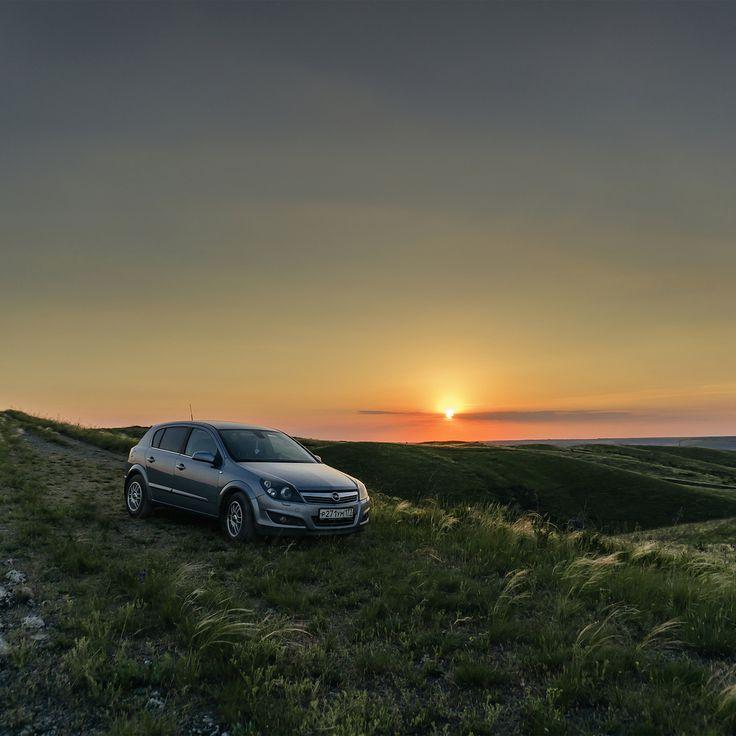 """Просто невероятнейшей красоты место я посетил вчера вечером. Это окрестности моего родного города Белая Калитва, а само место называется """"Две Сестры"""", две очень похожих друг на друга горы, неподалёку от хутора Какичев. Это не единственное фото оттуда, по этому чуть поспамлю да, можно ведь? )) #FONDмобиль #машина #Опель #Астра #ОпельАстра #Opel #Astra #OpelAstra #AstraH #OpelAstraH #природа #nature #landscape"""